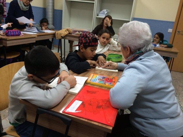 Niños de la Cañada Real en un proyecto de Cáritas