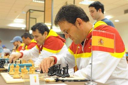 Banco Santander impulsa la preparación de los ajedrecistas ciegos en colaboración con la Federación Española de Deportes
