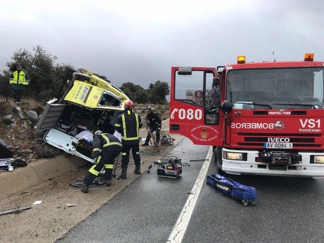 Accidente de una ambulancia en Mingorría (Ávila)