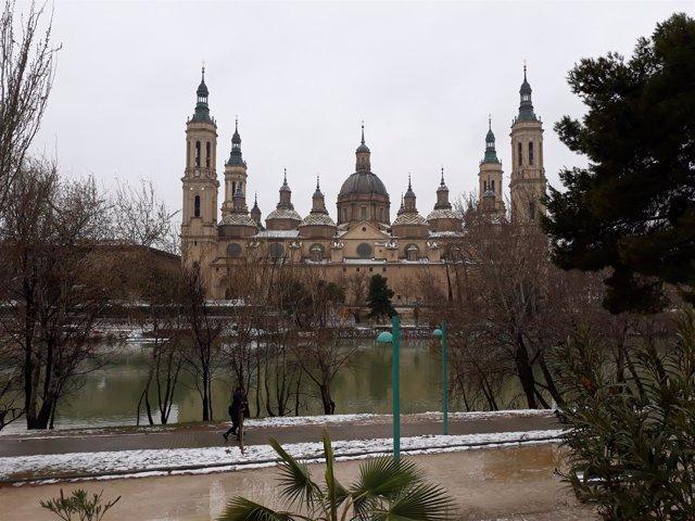 El Ebro a su paso por Zaragoza, junto a la Basílica del Pilar