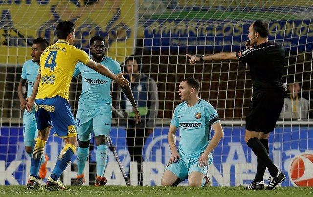 Mateu Lahoz pita un penalti en el Las Palmas-Barcelona
