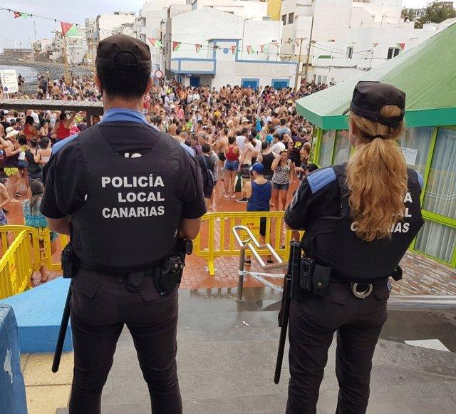 Agentes de Policía Local durante un evento en Canarias
