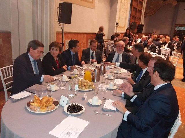 El comisario europe de Energía, Miguel Arias Cañete, en un desayuno informativo