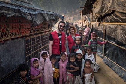 Dani Rovira y Clara Lago, de viaje en Bangladesh para conocer el drama de los niños rohingya