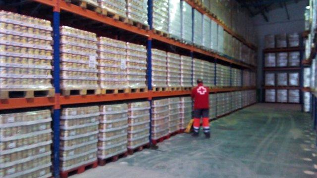Cruz roja entrega de alimentación programa nacional  bancos de alimentos málaga