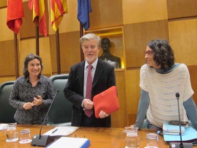 El alcalde de Zaragoza y otras integrantes del equipo de gobierno, en el pleno