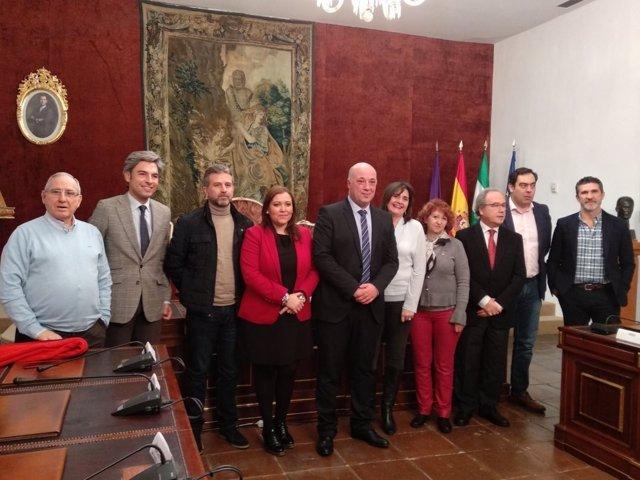 Ruiz (centro), en la presentación del programa de ayudas a autónomos