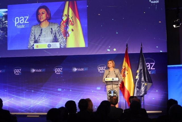 Rueda de prensa de Cospedal tras el lanzamiento del satélite español PAZ