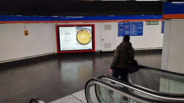 Uno de los anuncios en el Metrode Madrid