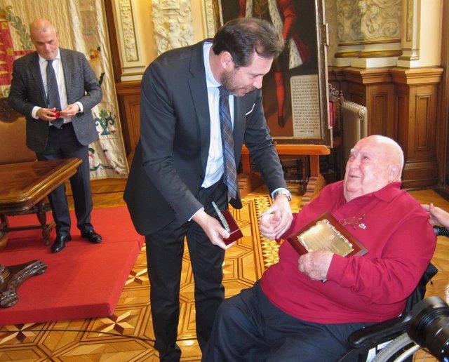 El alcalde de Valladolid en el homenaje a Manuel Iborra