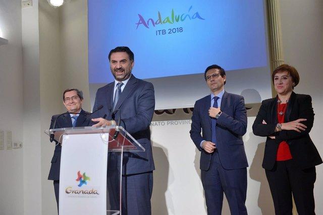El consejero de Turismo en rueda de prensa en Granada