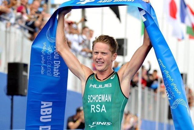 El triatleta surafricano Henri Schoeman gana en las Series Mundiales