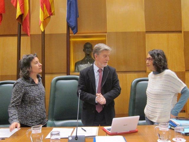 Santisteve hablando con Giner y Broto antes del pleno