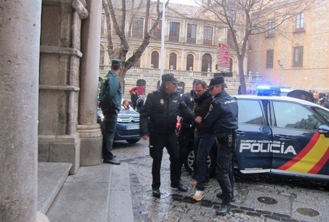 Acusdado en su entrada al Tribunal