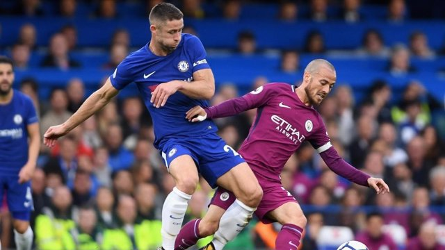 Cahill (Chelsea) y David Silva (Manchester City)
