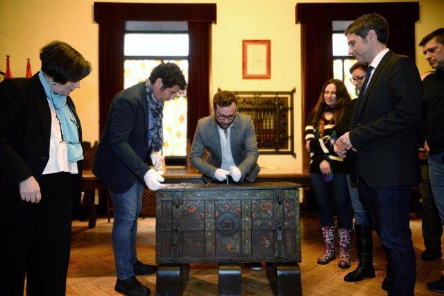 Alcalá De Henares: El Ayuntamiento De Alcalá Restaura Un Arca De Caudales Del Si
