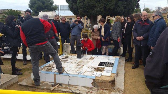 Apertura fosa 22 cementerio Paterna