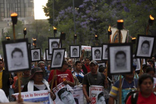 Familiares de los 43 'normalistas' desaparecidos en Iguala