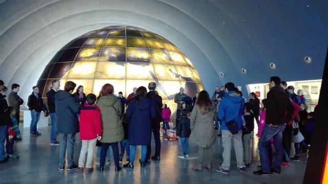 Una de las visitas guiadas del Planetario de Aragón en Huesca.