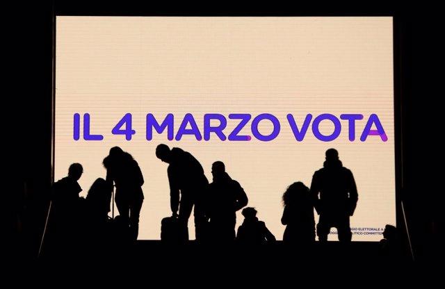 Cartel promoviendo las elecciones parlamentarias en Italia