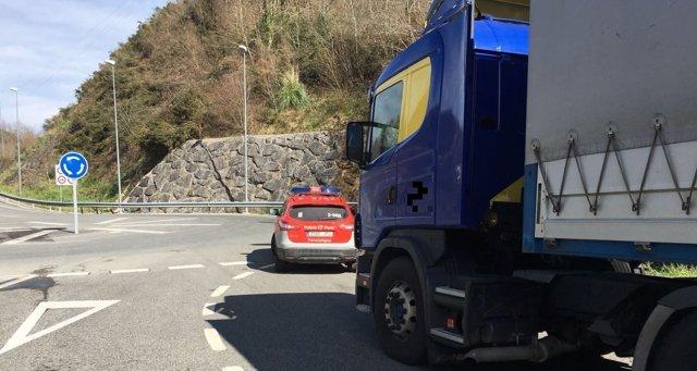 Policía Foral inmoviliza a un camión por positivo en drogas