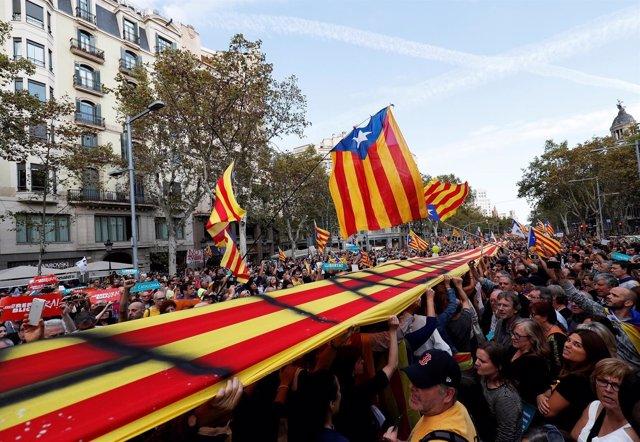 Manifestación en Barcelona por la libertad de Jordi Sanchez y Jordi Cuixart