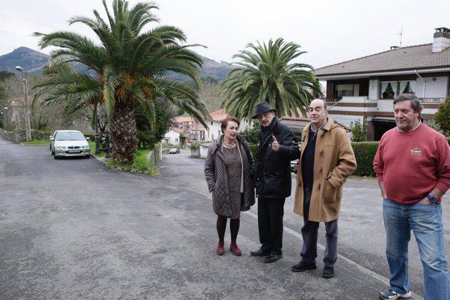 José María Mazón inaugura la nueva pavimentación en Limpias