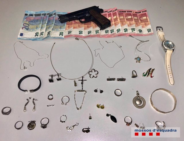 Objetos intervenidos a una detenida por 15 robos en domicilios