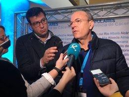 Monago atiende a los medios en Cáceres