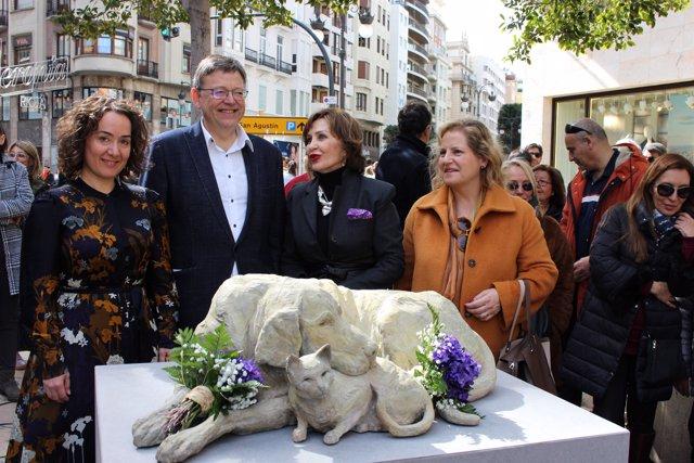 Inauguración de la escultura donada por Elena Negueroles