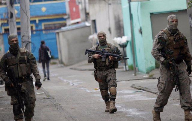 Miembros de las fuerzas especiales de Río de Janeiro en Ciudad de Dios