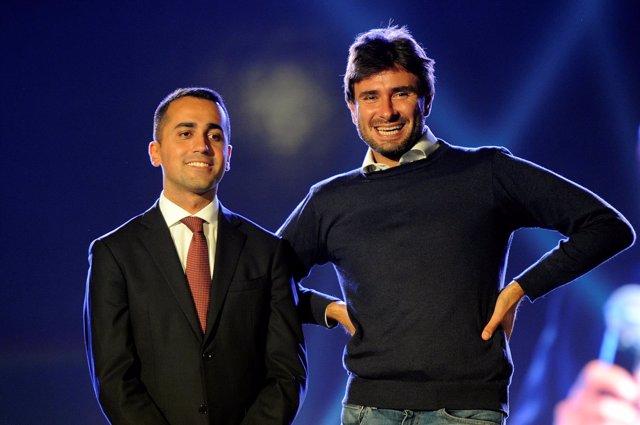Luigi Di Maio (I) y Alessandro Di Battista (D), del Movimiento 5 Estrellas (M5S)