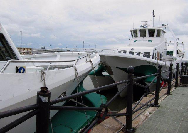 Catamaranes atracados por mal tiempo en la terminal de El Puerto de Santa María