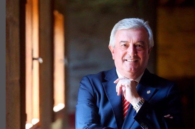 El rector de la USC, Juan Viaño, aspirará a la reelección