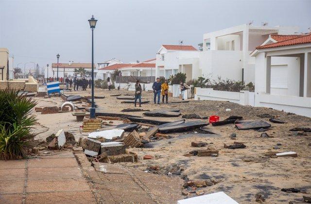 Destrozos por el temporal en La Antilla (Huelva)