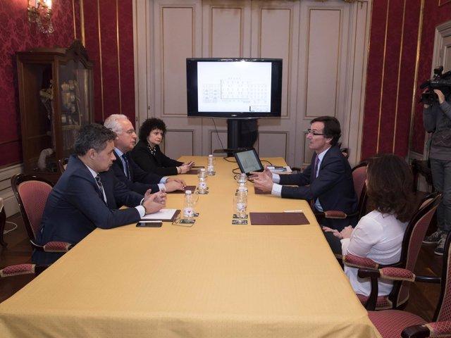 Reunión entre el presidente Ceniceros y Ballesol