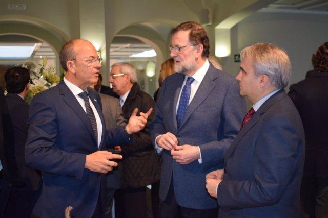 Monago, Rajoy y Fragoso durante el acto en Badajoz