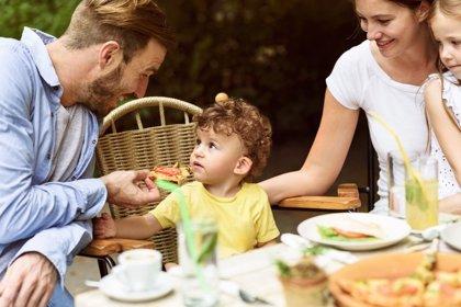 Cómo acabar la batalla con tus hijos a la hora de comer