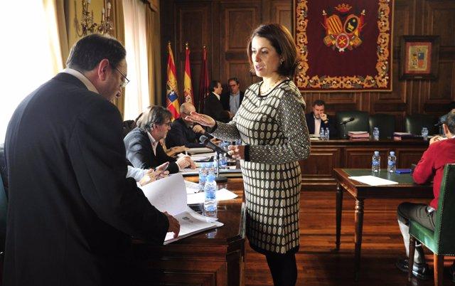 Emma Buj en el pleno del Ayuntamiento de Teruel.
