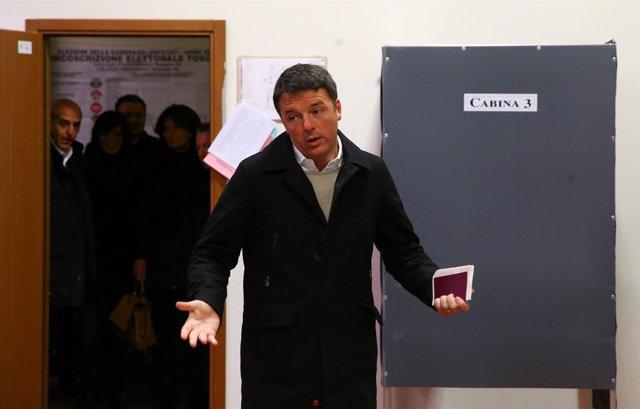 Matteo Renzi vota en las elecciones