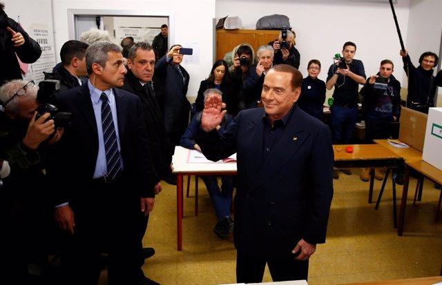 Silvio Berlusconi vota en las elecciones 2018 de Italia