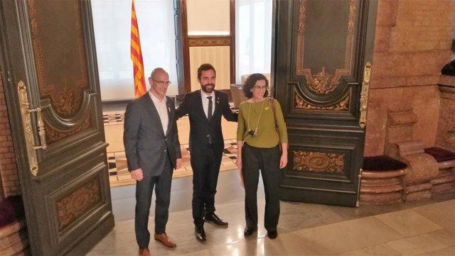 Pte.Del Parlament Roger Torrent con Raül Romeva y Marta Rovira (ERC)