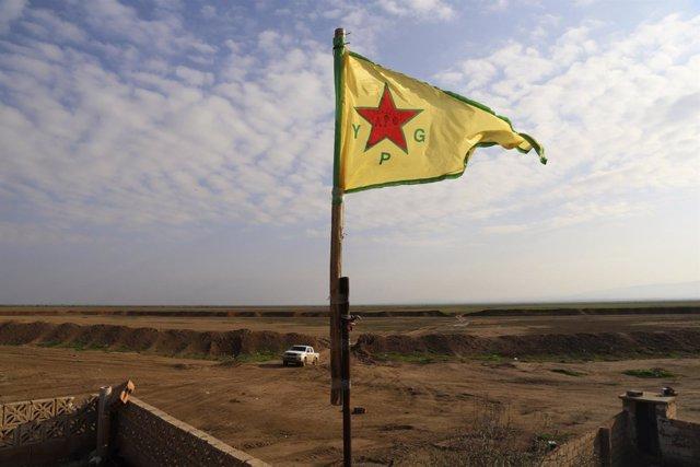 Una bandera de las YPG