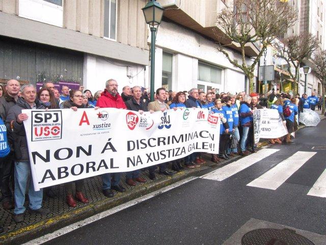 Traballadores da xustiza protestan ante o Parlamento de Galicia
