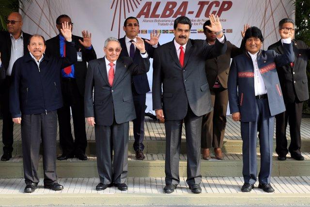 (Front L-R) Nicaragua's President Daniel Ortega, Cuba's President Raul Castro, V