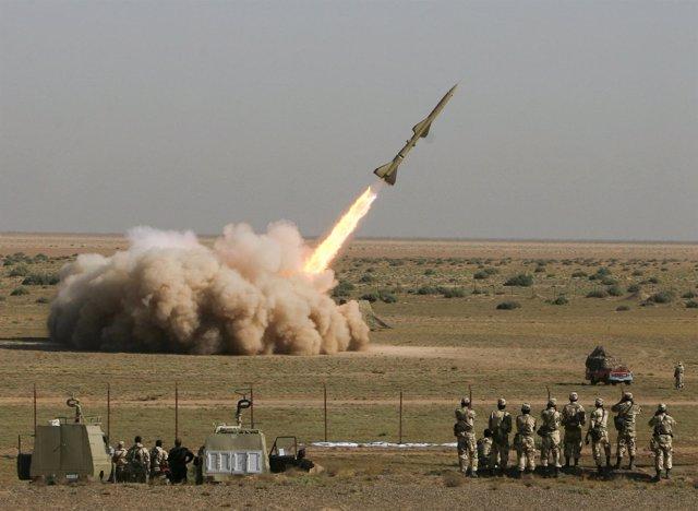 Militares Iraníes Prueban Misiles Antiaéreos En Algún Lugar Del País