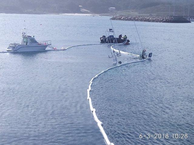 Medios movilizados por pesquero hundido en Muxía