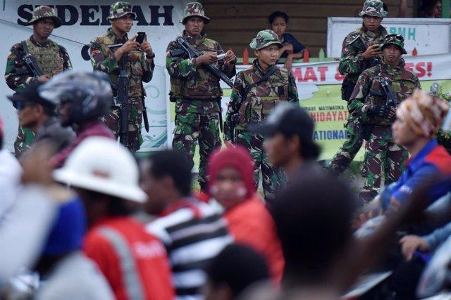 Foto de archivo de soldados indonesios