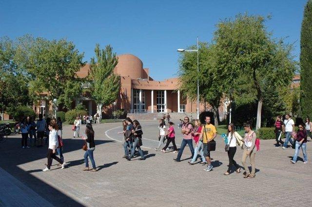 Alumnos, estudiantes, universitarios, campus