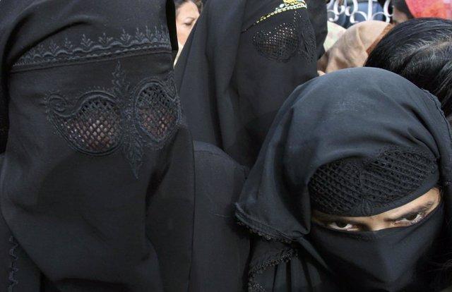 Mujeres con burka en Cachemira
